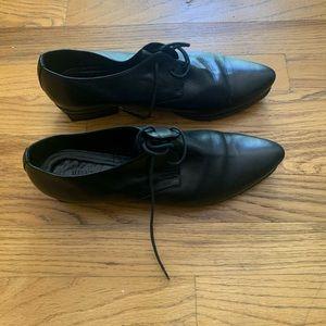 Shoes. Low heel.